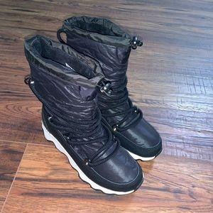 NWT Sorel Kinetic Waterproof Faux Fur Lined Boots